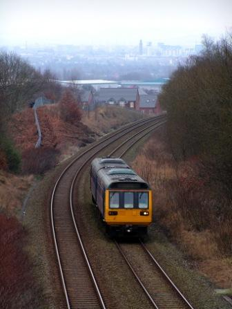 A Pacer nearing the top of the climb to Pendlebury on 9 Feb 2009.
